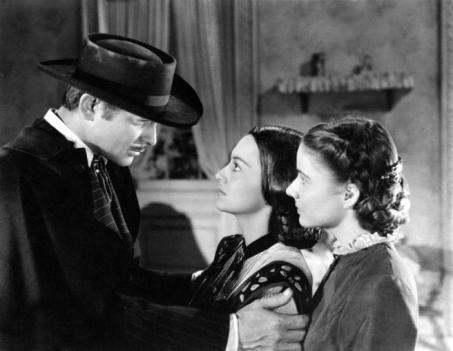 Olivia de Havilland en una escena de 'Lo que el viento se llevó' junto a Clark Gable y Vivien Leigh