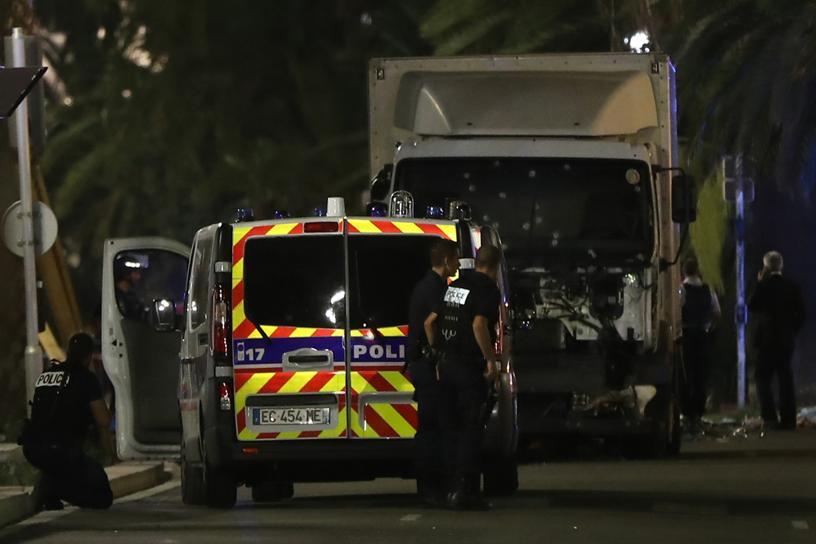 Al menos 80 muertos y un centenar de heridos en un ataque terrorista en Niza