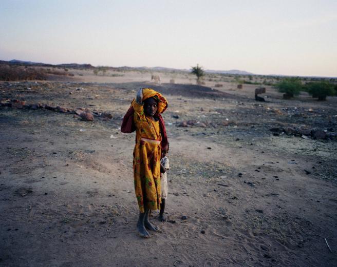La región de Darfur, en Sudán , cerca  del Chad, es una de  las más afectadas por la sequía, el hambre y la pobreza  en el continente africano