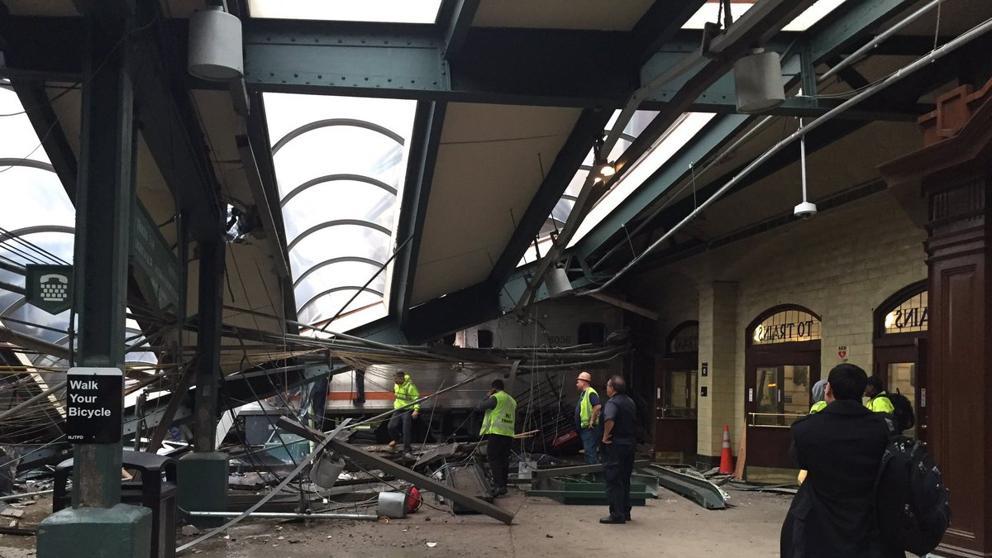 Tres muertos y más de cien heridos en un accidente de tren en Nueva Jersey