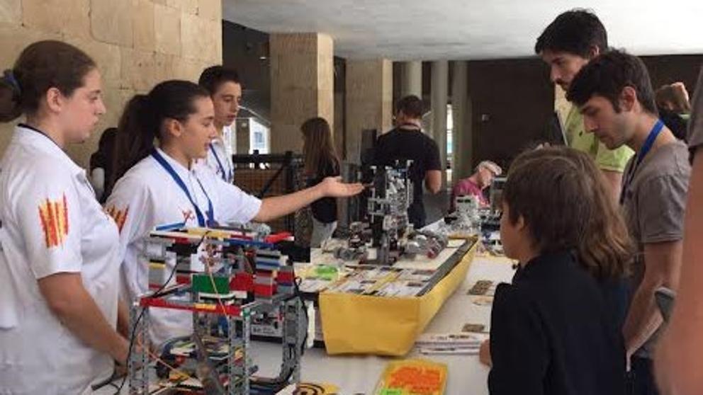 Un robot que recicla botellas de plástico, representante español en una final internacional de la India