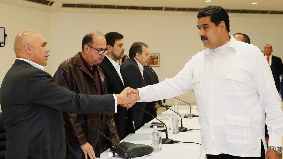 Gobierno y oposición venezolana se sientan finalmente a la mesa de diálogo