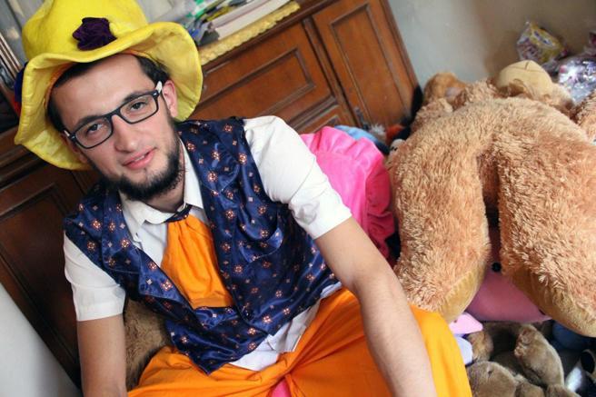 El 'payaso de Alepo' en una imagen en su casa