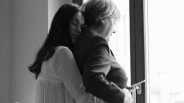 Triunfa En Alemania Un Video Que Caracteriza A Merkel Como Lesbiana