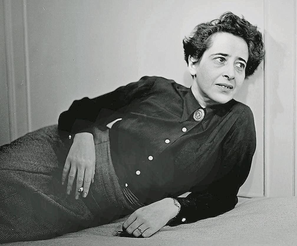 La filósofa y politóloga Hannah Arendt en una imagen de 1949