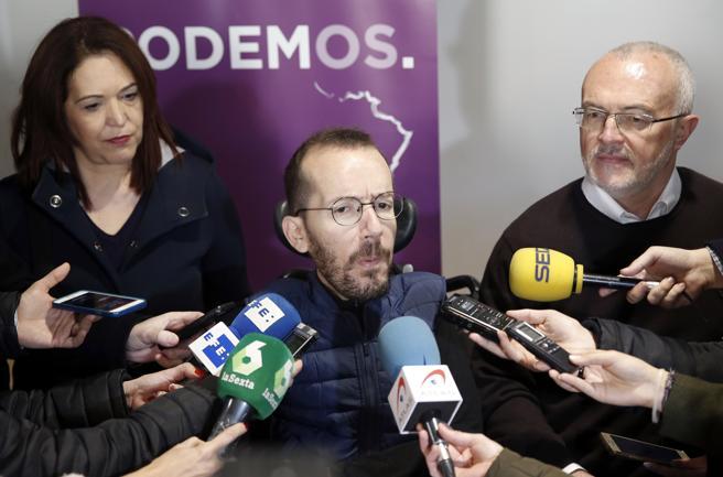 El secretario de Organización de Podemos, Pablo Echenique ,en la imagen junto al secretario general de Podenos en Valencia, Antonio Montiel y la secretaria de organización valenciana, Sonia Salvador