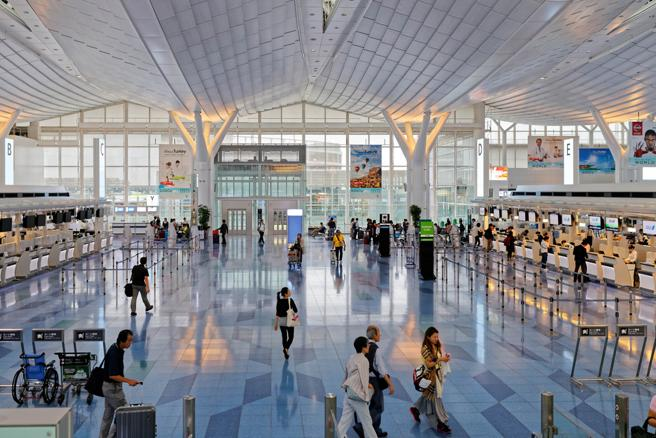 Interior del aeropuerto japonés de Haneda (Tokio)