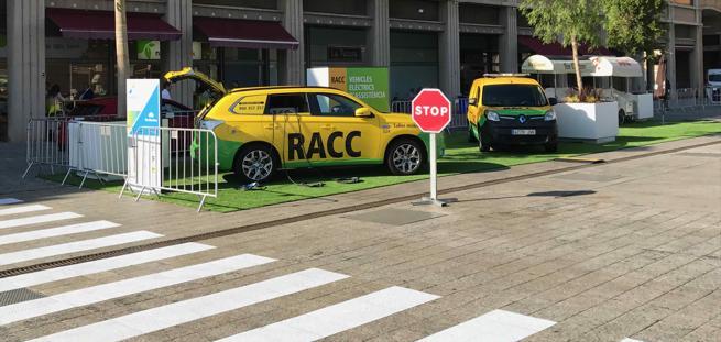 El RACC ha mostrado este vehículo de asistencia a eléctricos en el Automobile Barcelona