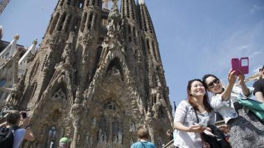 Resultado de imagen de barcelona turistas