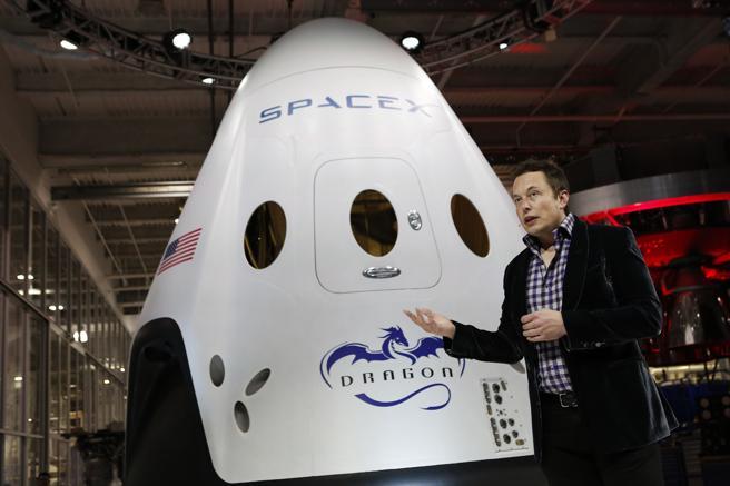 Musk divide sus días entre Tesla y SpaceX