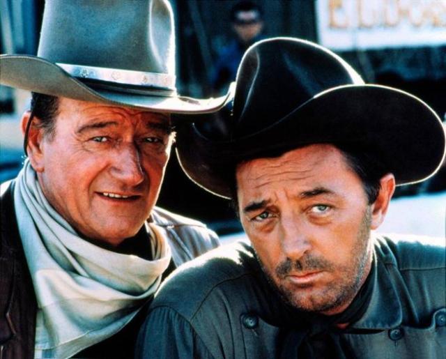 Robert Mitchum y John Wayne en 'El Dorado'