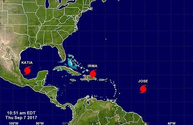 Fotografía facilitada por la Agencia Nacional de Océanos y Atmósfera de Estados Unidos (NOAA) que muestra tres huracanes, Katia, Irma y Jose en su trayectoria por el Golfo de México, el mar Caribe y el Océano Atlántico VENTA