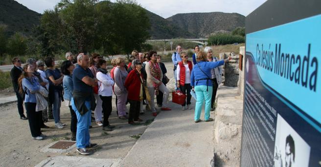 Vista de clubs de lectura de bibliotecas de Lleida y Tarragona a Mequinenza, el pueblo de Jesús Moncada