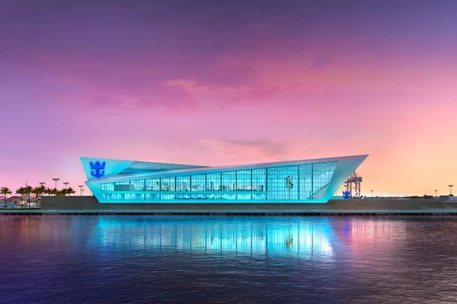 Nueva terminal de Royal Caribbean bajo construcción en el puerto de Miami que será el hogar del Royal Caribbean International, S ymphony of the Seas