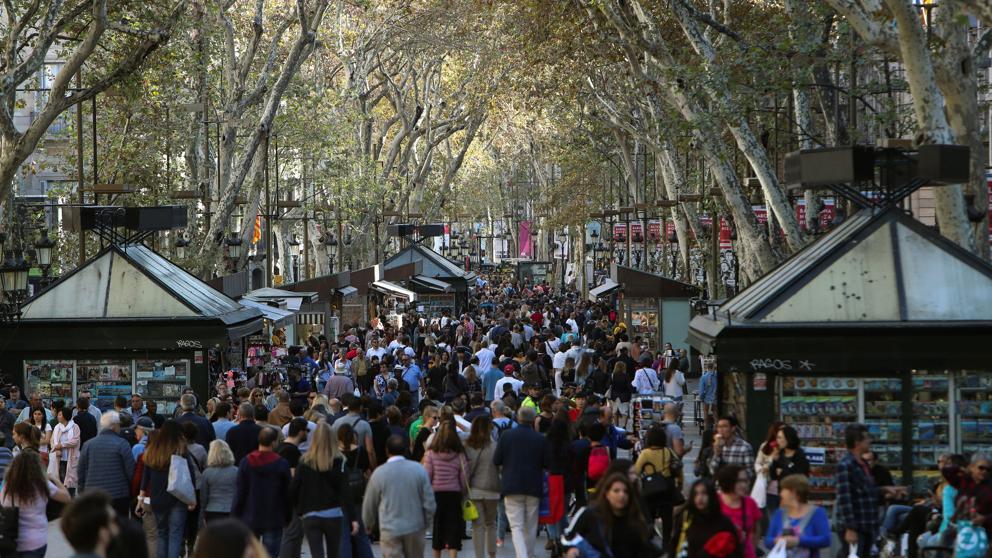 Los turistas dejan 70.000 millones de euros hasta septiembre y alargan los récords de gasto