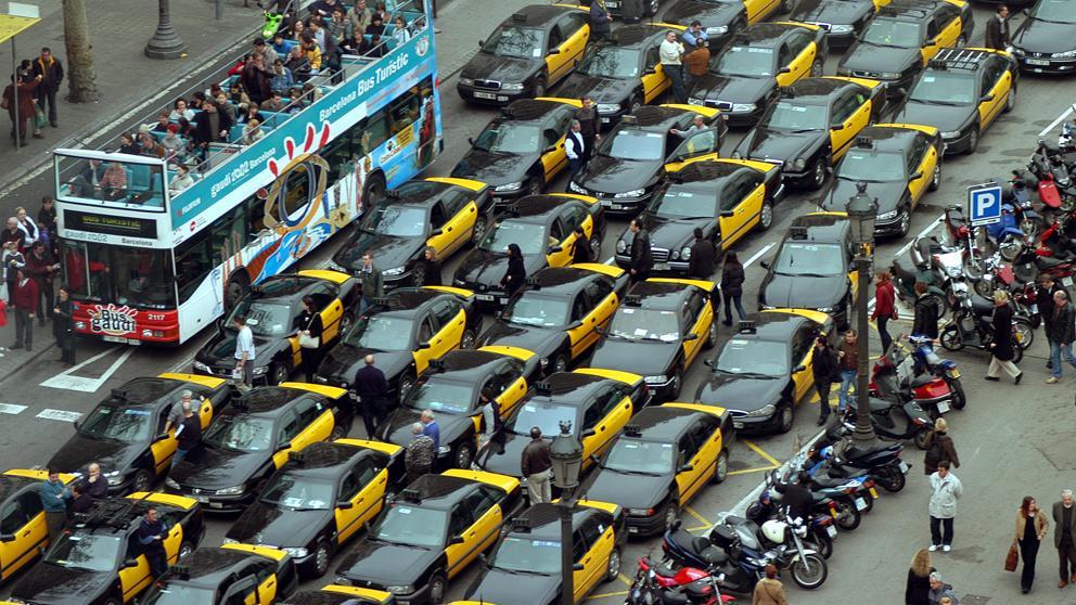 El taxi intensifica su protesta ante el alud de licencias VTC por vía judicial