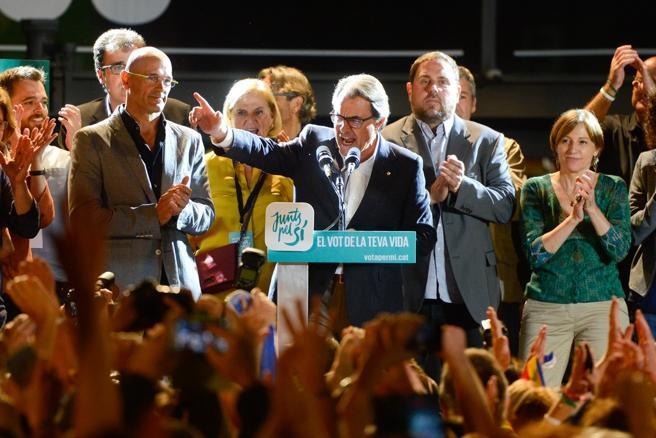 Artur Mas y los candidatos de Junts pel Sí celebran la victoria en las elecciones catalanas del 27-S