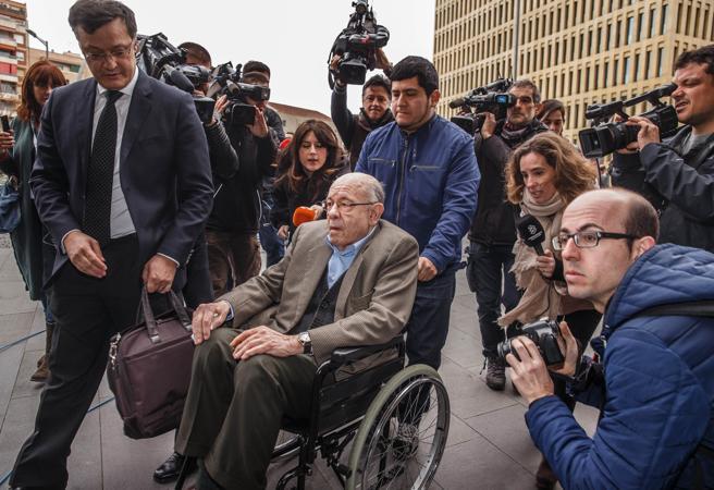 Felix Millet en la entrada de los juzgados