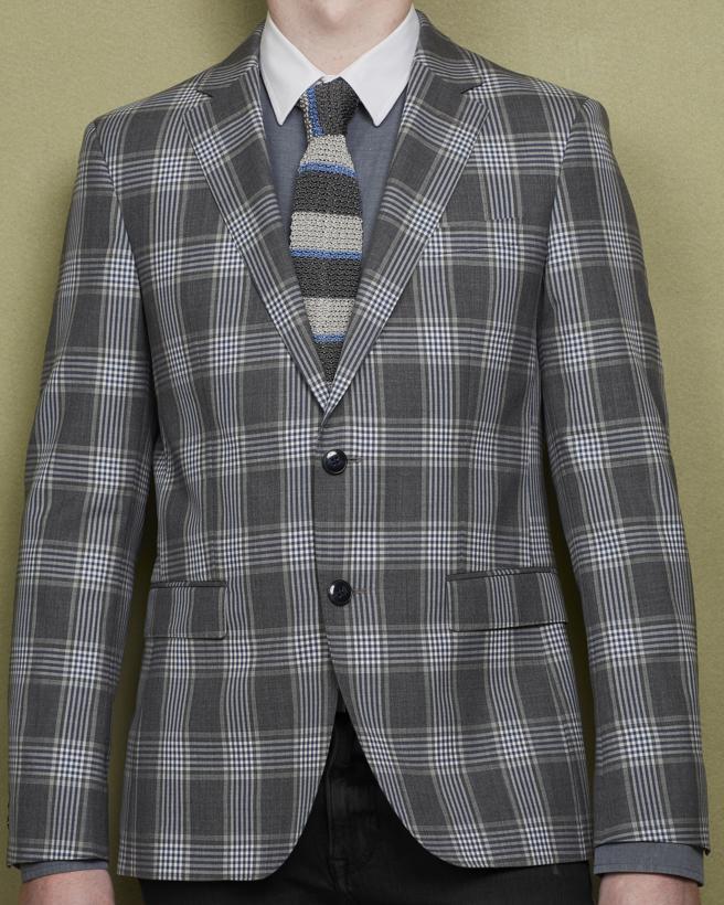 Camisa de GANT, corbata de CANALI 105 € (Santa Eulalia) y americana de TOMMY HILFIGER