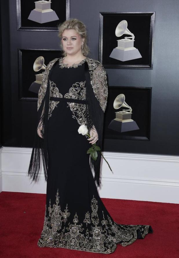 Kelly Clarkson en la alfombra roja de los premios Grammys