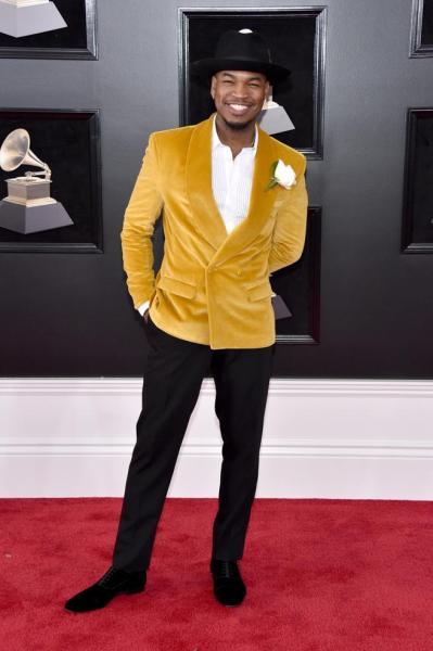 Ne-Yo en la alfombra roja de los Grammy