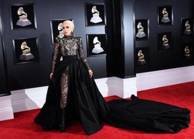 Lady Gaga en la alfombra roja de los Grammys 2018