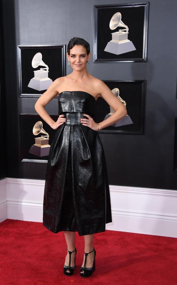 Katie Holmesen la alfombra roja de los premios Grammys