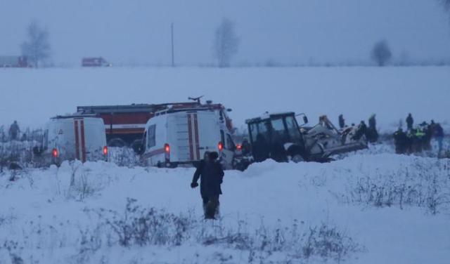 La nieve dificulta los trabajos de los servicios de emergencia en el lugar del accidente