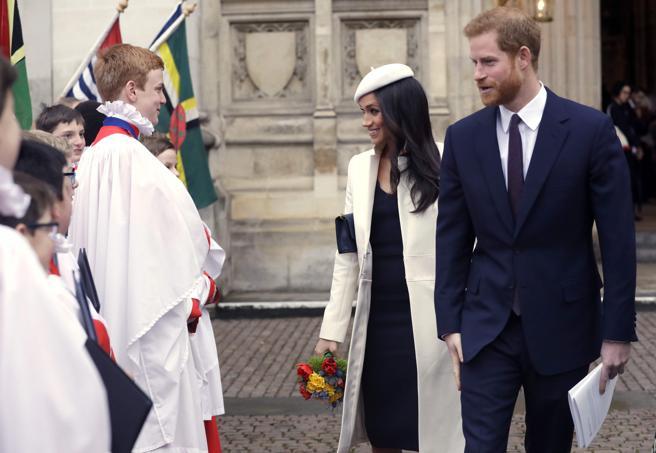 El príncipe Harry y su prometida Meghan Markle tras el servicio