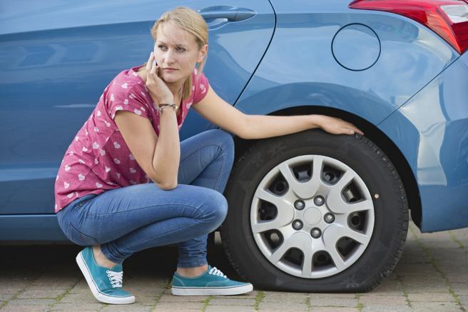 Revisa el estado del neumático después de cualquier golpe con un bache