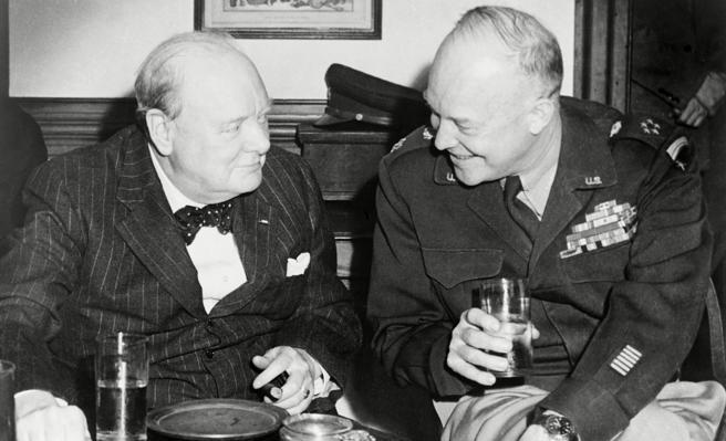 Churchill y Esienhower disfrutando de una copa de whisky