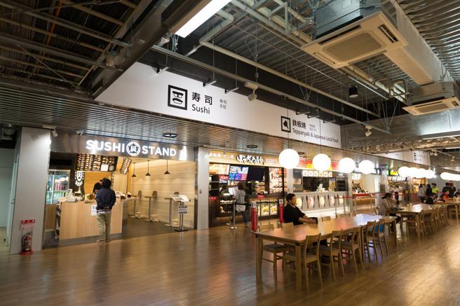Uno de los locales de sushi del aeropuerto de Narita (Tokio)