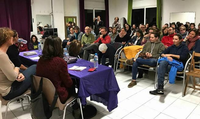 La entidad organiza conferencias y debates en las salas de la calle Comte Jofre