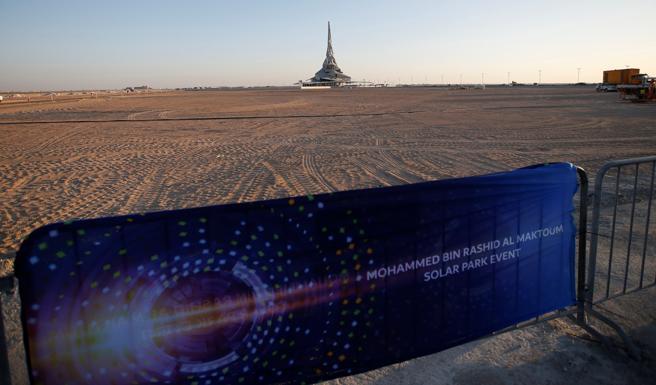 Torre del Centro de Innovación del Mohammed bin Rashid Al Maktoum Solar Park, una de las iniciativas de energía solar en Oriente Medio