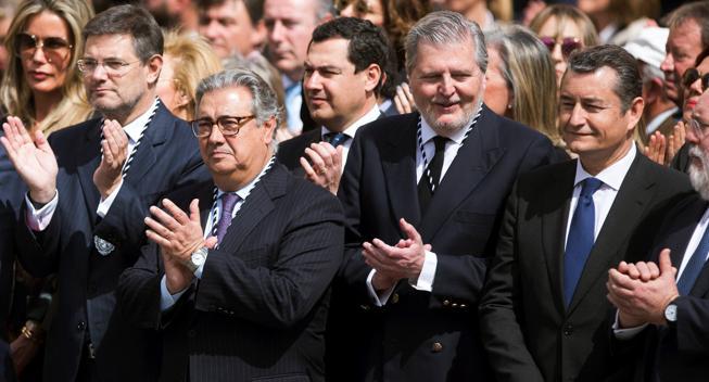 Los ministros de Justicia, Rafael Catalá; Interior, Juan Ignacio Zoido; y Educación, Cultura y Deportes, Méndez de Vigo; en el acto de la Semana Santa malagueña