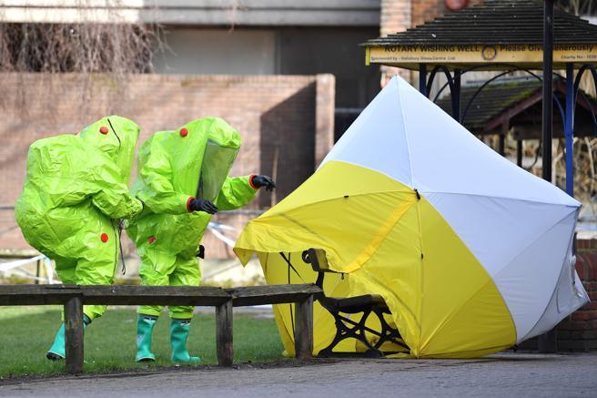 Dos agentes investigando el envenenamiento de los Skripal