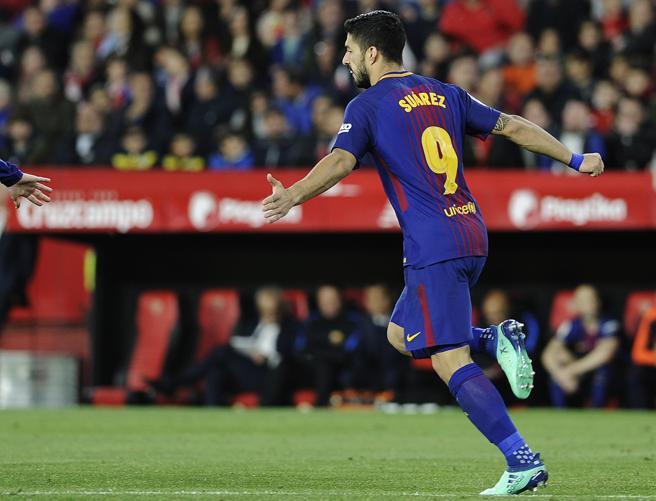 Luis Suárez, delantero del Barça, tras marcar el primer gol de su equipo en el Sánchez-Pizjuán