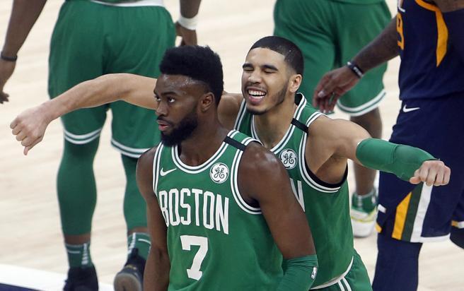 Jaylen Brown y Jayson Tatum fueron los principales artífices de la última victoria de los Celtics en la cancha de los Jazz