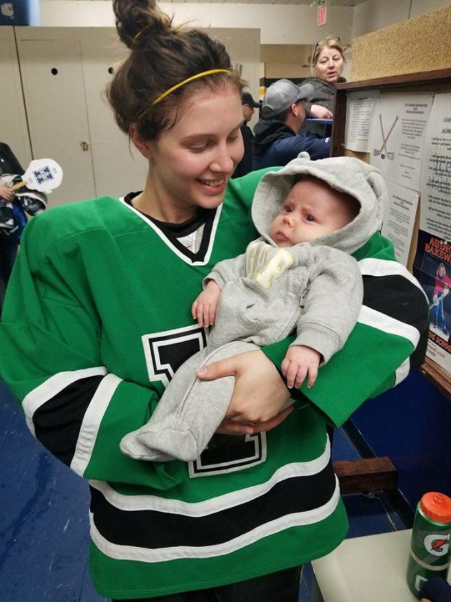 Serah Small con su hija de 8 semanas, Ellie