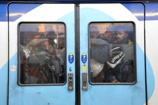 Trenes abarrotados en la estación de Lyón, París