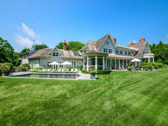 Vista de la casa de campo de Harvey Weinstein en los Hamptons. La ha vendido por diez millones de dólares.