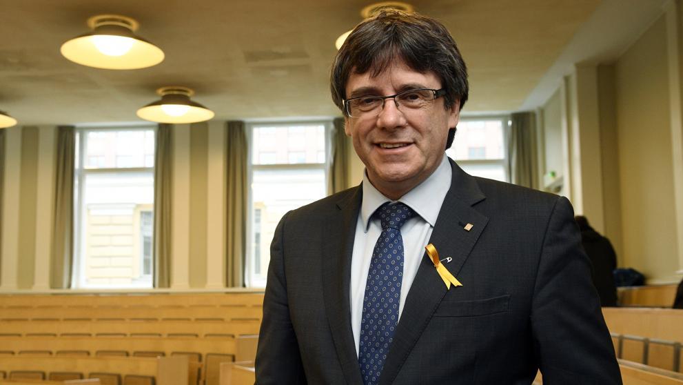 "Puigdemont celebra su salida de prisión: ""Nos vemos mañana"""