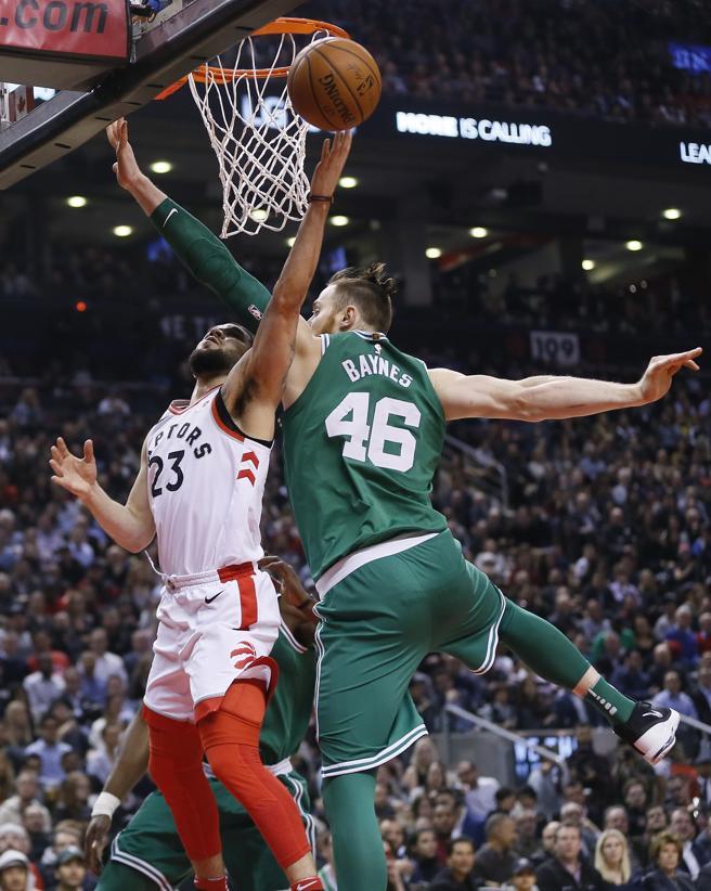 Fred VanVleet consiguió hacer reaccionar a unos Raptors que arrollaron a los Celtics en la segunda mitad.
