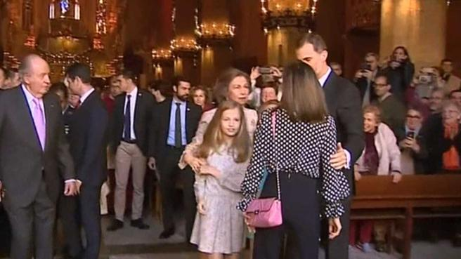 Momento de tensión entre la reina Letizia y doña Sofía en la catedral de Palma