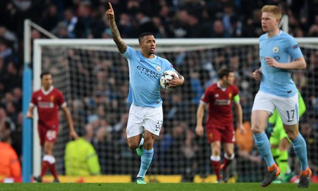 Gabriel Jesus celeba el gol del Manchester City