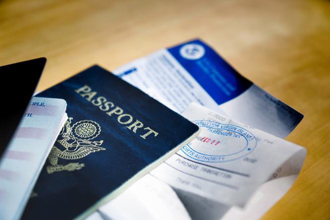 Pasaporte y ESTA son necesarios para entrar a Estados Unidos, a veces es necesario un visado