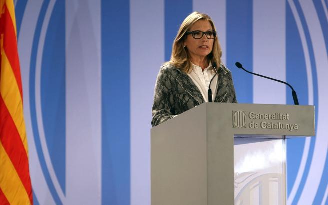 La exvicepresidenta de la Generalitat, Joana Ortega, durante su comparecencia ante los medios para dar a conocer las incidencias en la jornada participativa del 9N
