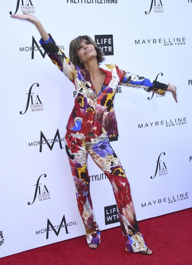 Actress Lisa Rinna en los Daily Front Row's Fashion Los Angeles Awards