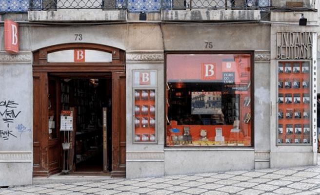 La puerta de entrada a la Librería Bertrand de Lisboa