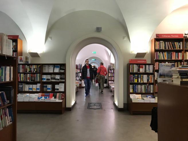 Interior de la librería Bertrand de Lisboa